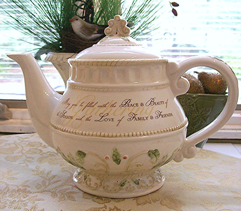 Holiday_Tea_Pot_2