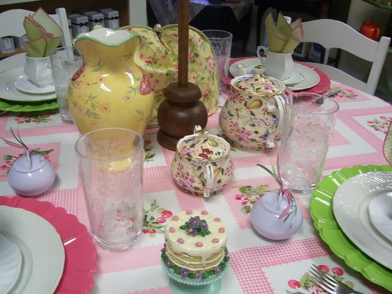 Tablescape thursday pink & green