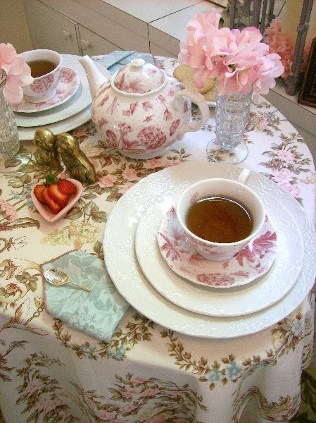Tea_with_Marie_place_setting_BRIGHT400x600