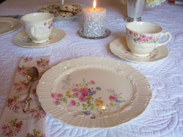 Places_setting_at_tea_table